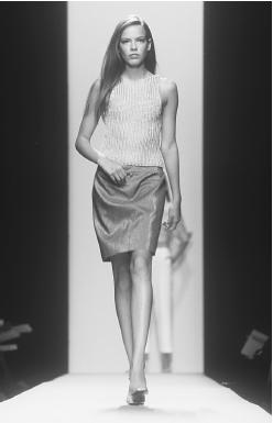Linda Allard, designed for Ellen Tracy's spring 2000 collection. © Fashion Syndicate Press.