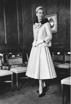 Sir Hardy Amies, 1955: lamé suit with mink collar. © Hulton-Deutsch Collection/CORBIS.