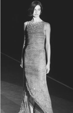 Badgley Mischka, spring 2001 collection: silver sequined gown. © AP/Wide World Photos.