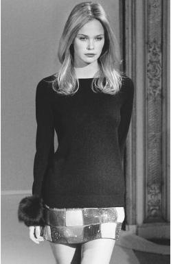 Pierre Balmain, fall/winter 2001-02 ready-to-wear collection: knit top and embroidered skirt. © AP/Wide World Photos.