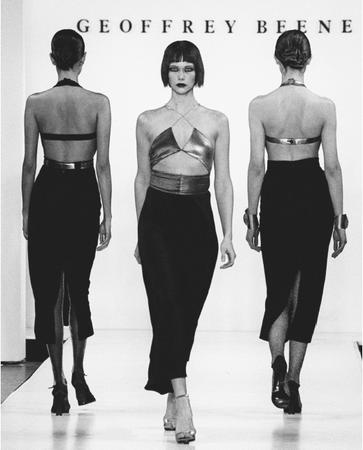 Geoffrey Beene, fall 1999 collection. © AP/Wide World Photos.