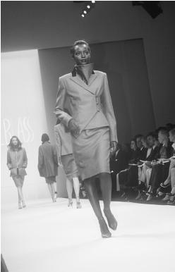Bill Blass, fall 1998 collection. © Fashion Syndicate Press.