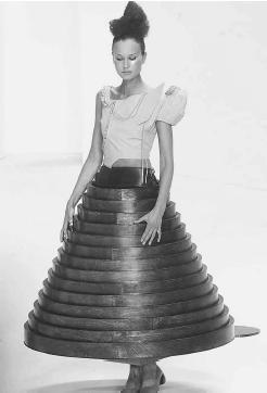 Hussein Chalayan, winter 2000 collection: skirt which transformed from a table. © AFP/CORBIS.