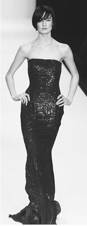 Jasper Conran, fall 2001 collection: sequined evening dress. © AP/Wide World Photos.