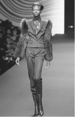 Erreuno SCM SpA, fall/winter 2001-02 collection: suit with fox fur sleeves. © AP/Wide World Photos.
