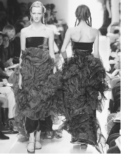 Han Feng, fall/winter 2000 collection. © AFP/CORBIS.