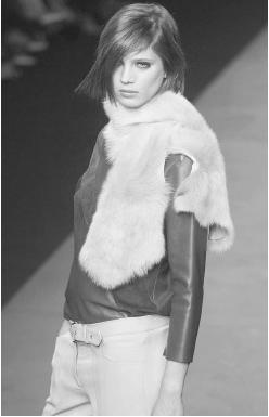 Betty Jackson, fall/winter 2001 collection: fur wrap over a leather top. © AP/Wide World Photos.