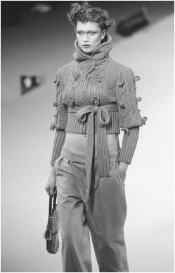 Sonia Rykiel, fall/winter 2001 ready-to-wear collection. © AP/Wide World Photos.
