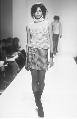 Cynthia Steffe, fall 2001 collection. © Fashion Syndicate Press.