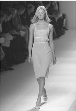 Strenesse Group, fall/winter 2001-02 collection. © AP/Wide World Photos.