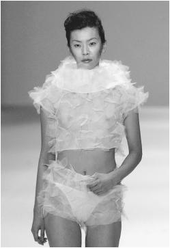 William Tang, fall 2000 collection. © AFP/CORBIS.