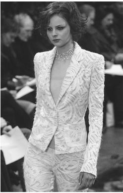 Richard Tyler, fall 2001 collection: cashmere chenille lace tuxedo. © AFP/CORBIS.
